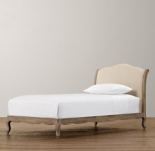 Léa Upholstered Platform Bed