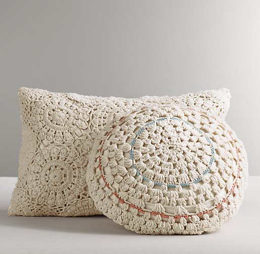 Decorative Crochet : Crocheted Decorative Pillow