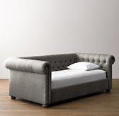Chesterfield Tufted Velvet Daybed