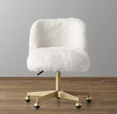 Merveilleux Shown In White Kashmir Faux Fur.